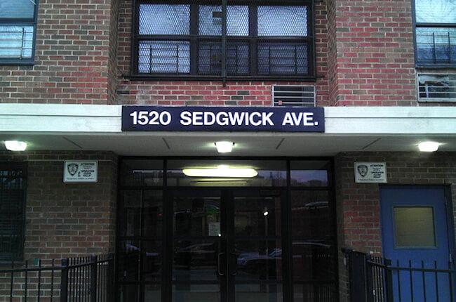 nyc-sedgwickアパート入口外観